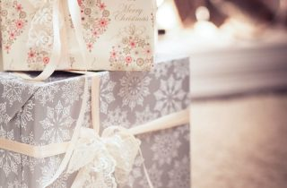 10 Ways To Save Money On Gifts This Holiday Season